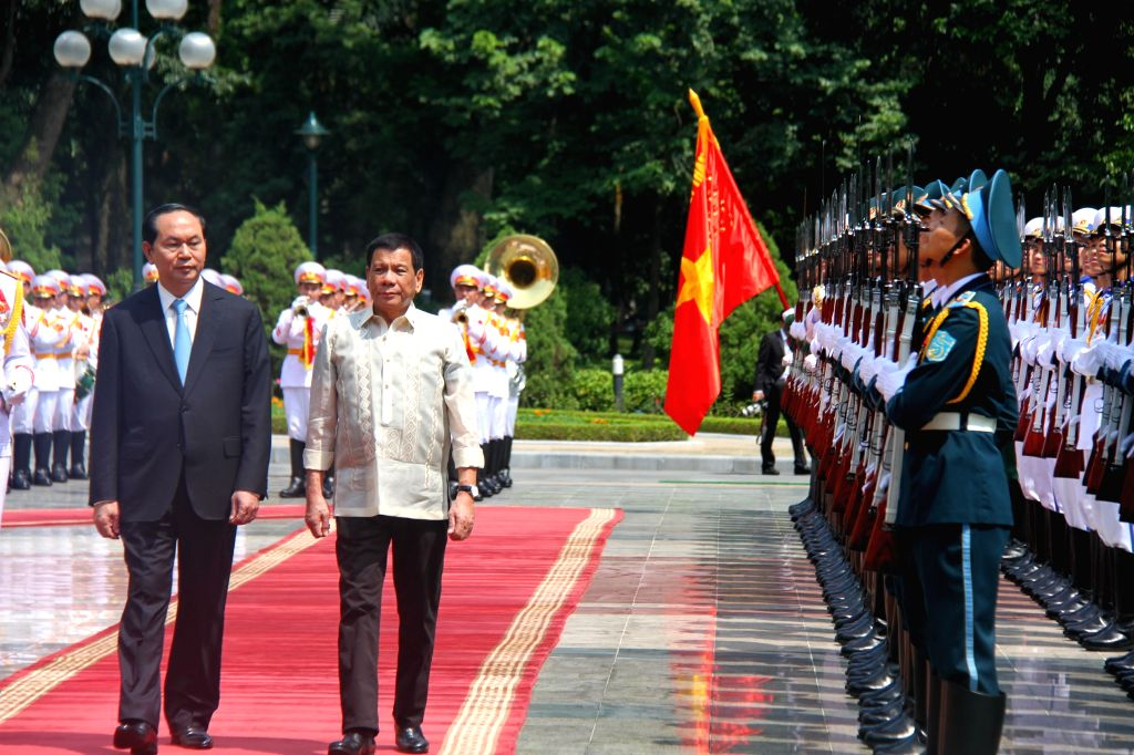 HANOI, Sept. 29, 2016 - Vietnamese President Tran Dai Quang (1st L) and Philippine President Rodrigo Duterte (2nd L) review the guard of honor during a welcoming ceremony in Hanoi, capital of ...