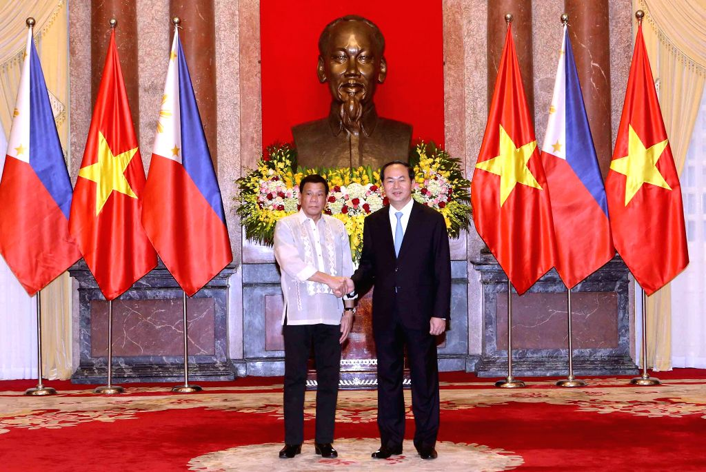HANOI, Sept. 29, 2016 - Vietnamese President Tran Dai Quang (R) shakes hands with Philippine President Rodrigo Duterte in Hanoi, capital of Vietnam, Sept. 29, 2016. Philippine President Rodrigo ...