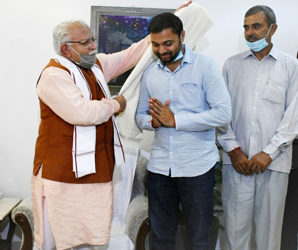 Haryana Chief Minister Manohar Lal felicitating Pradeep Singh Malik from Sonipat, who topped the UPSC Civil Services Examination, 2019, in New Delhi on August 9, 2020. - Manohar Lal and Pradeep Singh Malik