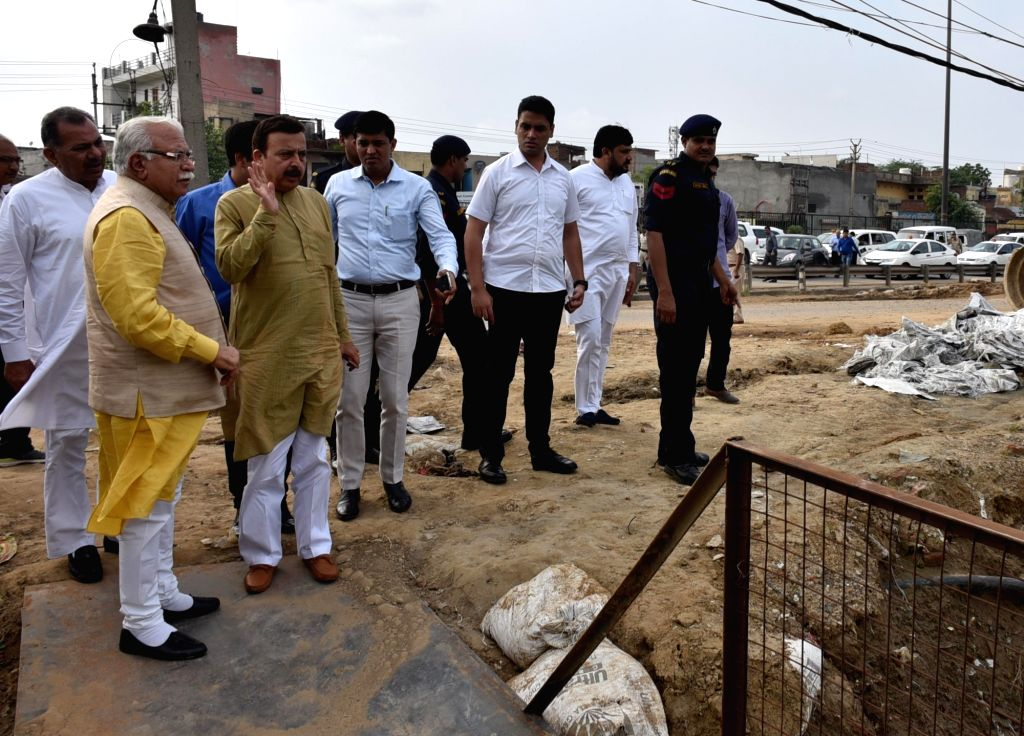 Haryana Chief Minister Manohar Lal Khattar inspects Hero Honda Chowk in Gurgaon on Aug 1, 2016. - Manohar Lal Khattar