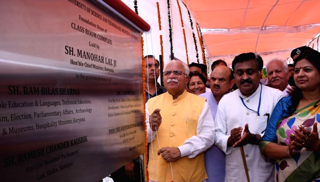 Haryana Chief Minister Manohar Lal Khattar unveils the plaque to inaugurate Class Room Complex at Deenbandhu Chhotu Ram University of Science And Technology, Murthal in Sonipat on Aug 10, ... - Manohar Lal Khattar