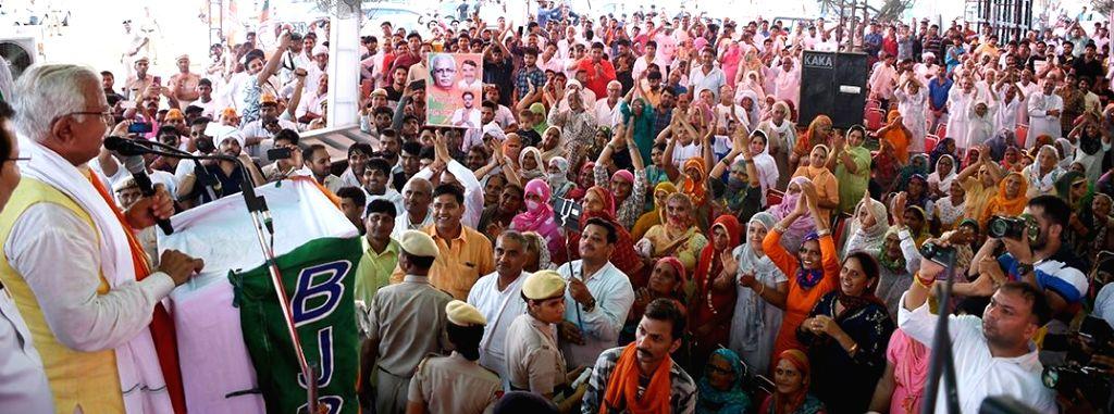 Haryana Chief Minister Manohar Lal Khattar addresses a gathering during the 6th day of ???Jan Ashirwad Yatra??? at Beri in Jhajjar district, on Aug 26, 2019. - Manohar Lal Khattar
