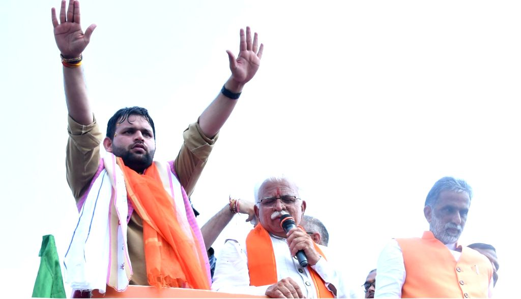 Haryana Chief Minister Manohar Lal Khattar addresses a gathering during the ninth day of 'Jan Ashirwad Yatra' at Kuslipur in Palwal district on Aug 29, 2019. Also seen Union MoS Social ... - Manohar Lal Khattar