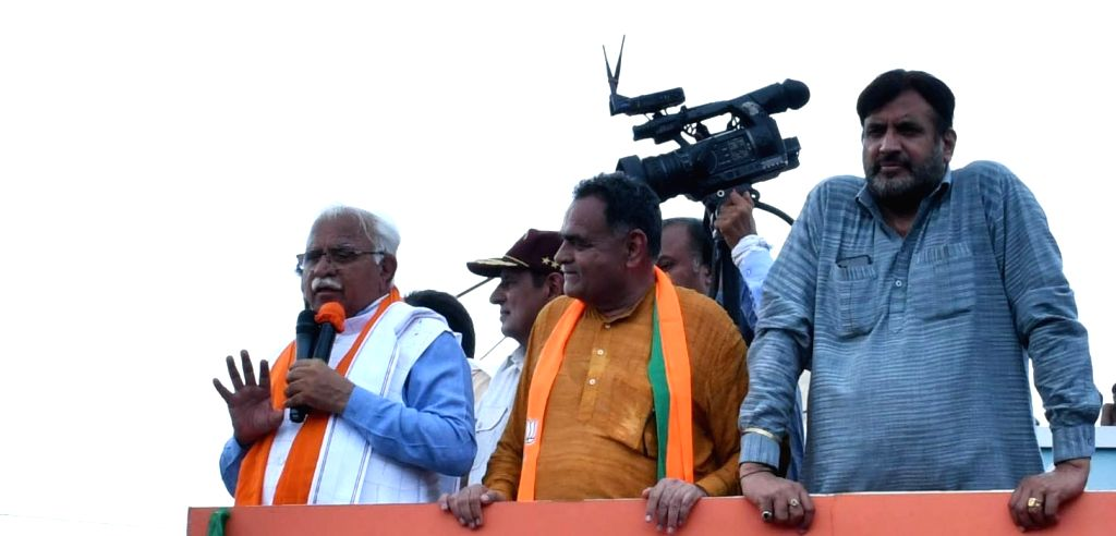 Haryana Chief Minister Manohar Lal Khattar addresses a gathering during 'Jan Ashirwad Yatra' in Hisar, on Sep 4, 2019. - Manohar Lal Khattar