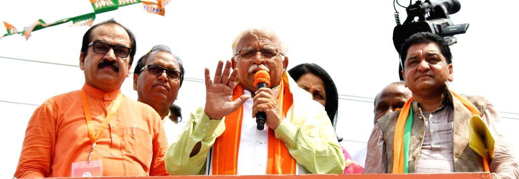 Haryana Chief Minister Manohar Lal Khattar addresses a gathering during 'Jan Ashirwad Yatra' in Sirsa, on Sep 6, 2019. - Manohar Lal Khattar