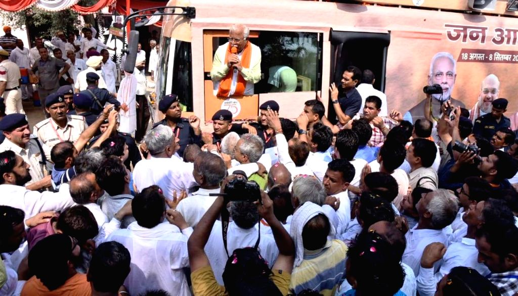 Haryana Chief Minister Manohar Lal Khattar being greeted by supporters during 'Jan Ashirwad Yatra' in Sirsa, on Sep 6, 2019. - Manohar Lal Khattar