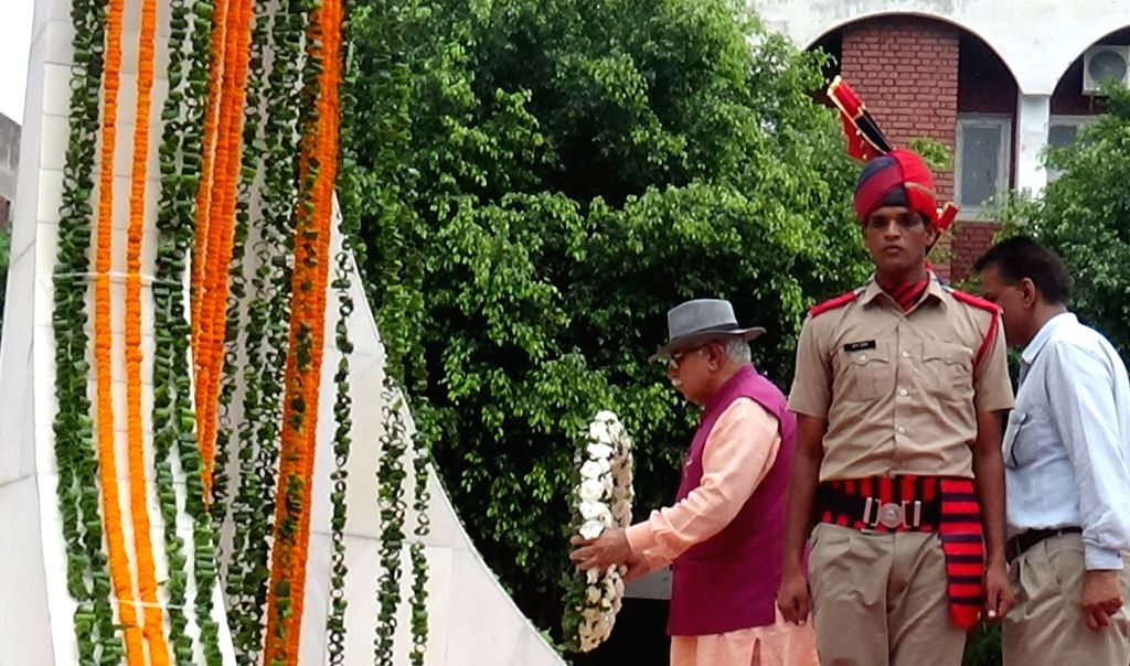 Haryana Chief Minister Manohar Lal Khattar pays tributes to martyrs on the 20th Anniversary of Kargil Vijay Diwas, at War Memorial in Panchkula on July 26, 2019. - Manohar Lal Khattar