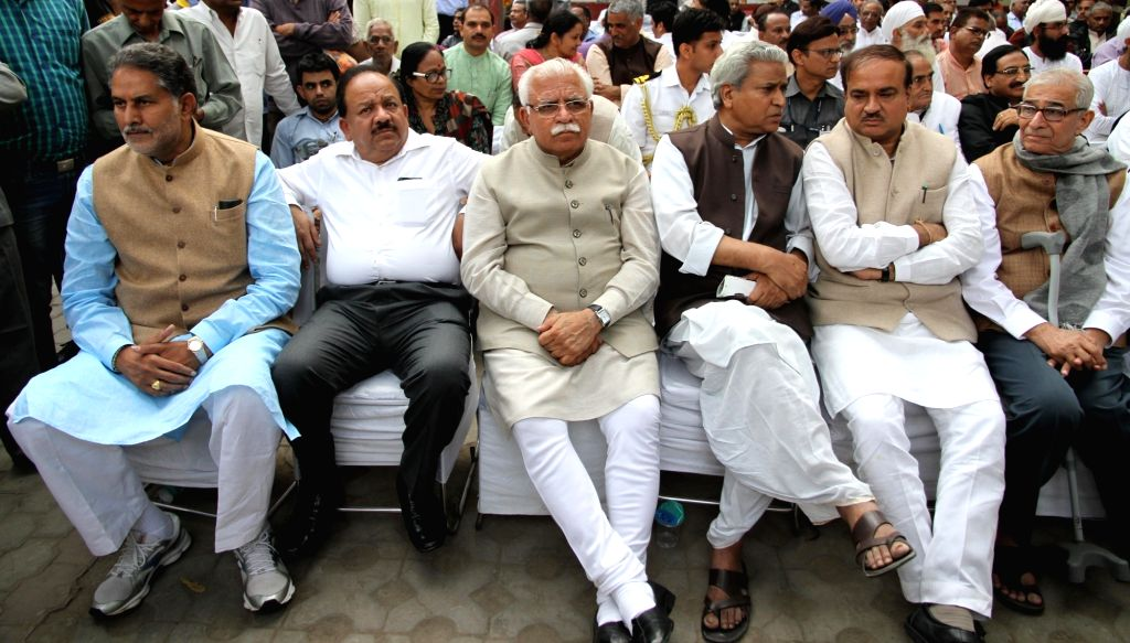 Haryana Chief Minister Manohar Lal Khattar, Union Minister of Science & Technology and Earth Sciences Harsh Vardhan and Union Chemicals and Fertilizers Minister Ananth Kumar at the ... - Manohar Lal Khattar and Ananth Kumar