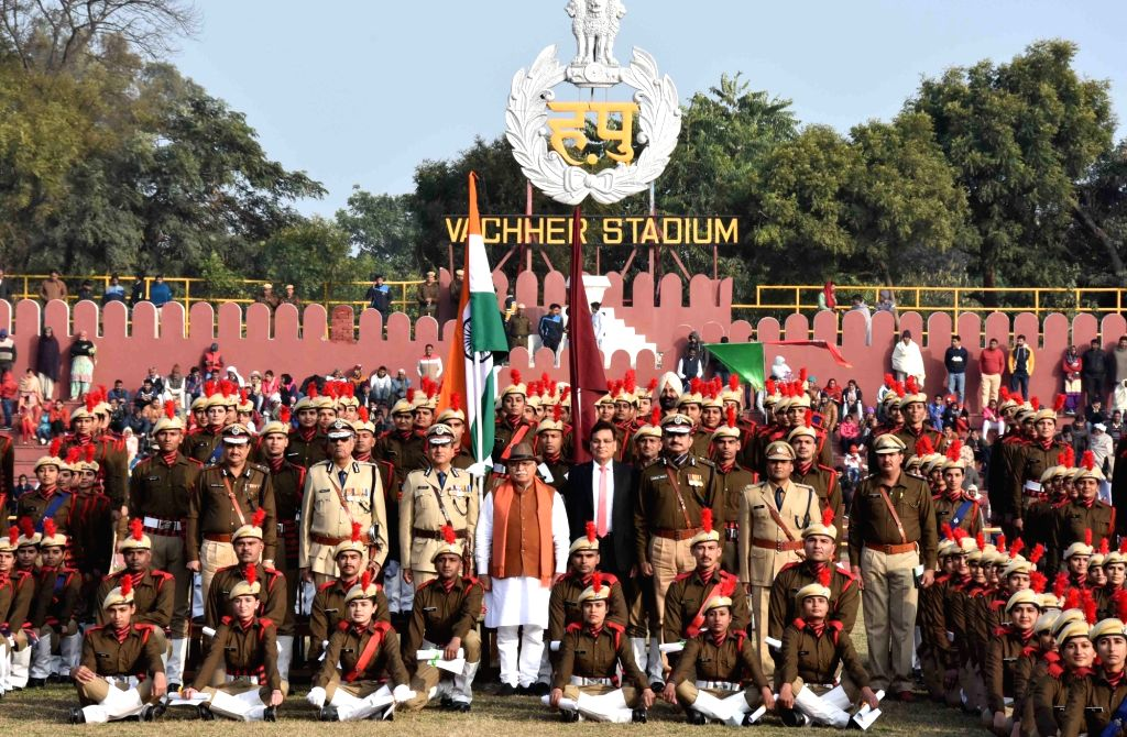 Haryana Chief Minister Manohar Lal Khattar with recruit constables at Haryana Police Academy, Madhuban in Karnal on Jan 9, 2020. Also seen Director General of Police Manoj Yadava and ... - Manohar Lal Khattar and Kumar Rao