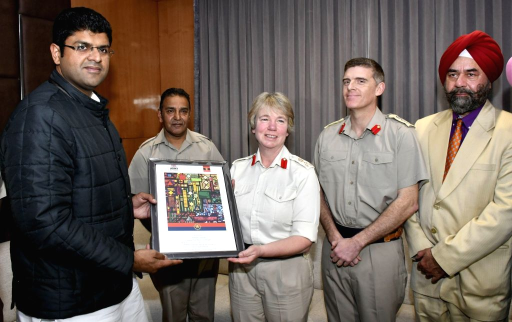 Haryana Deputy Chief Minister Dushyant Chautala being felicitated as 'Youth Icon of the Year-2019 by British Army officer Brigadier Celia Jane Harvey in collaboration with Saragarhi ... - Dushyant Chautala