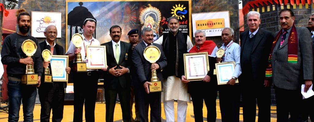 Haryana Education and Tourism Minister Ram Bilas Sharma with the awardees at the closing ceremony of the 33rd Surajkund International Crafts Mela in Faridabad, on Feb 17, 2019. - Ram Bilas Sharma