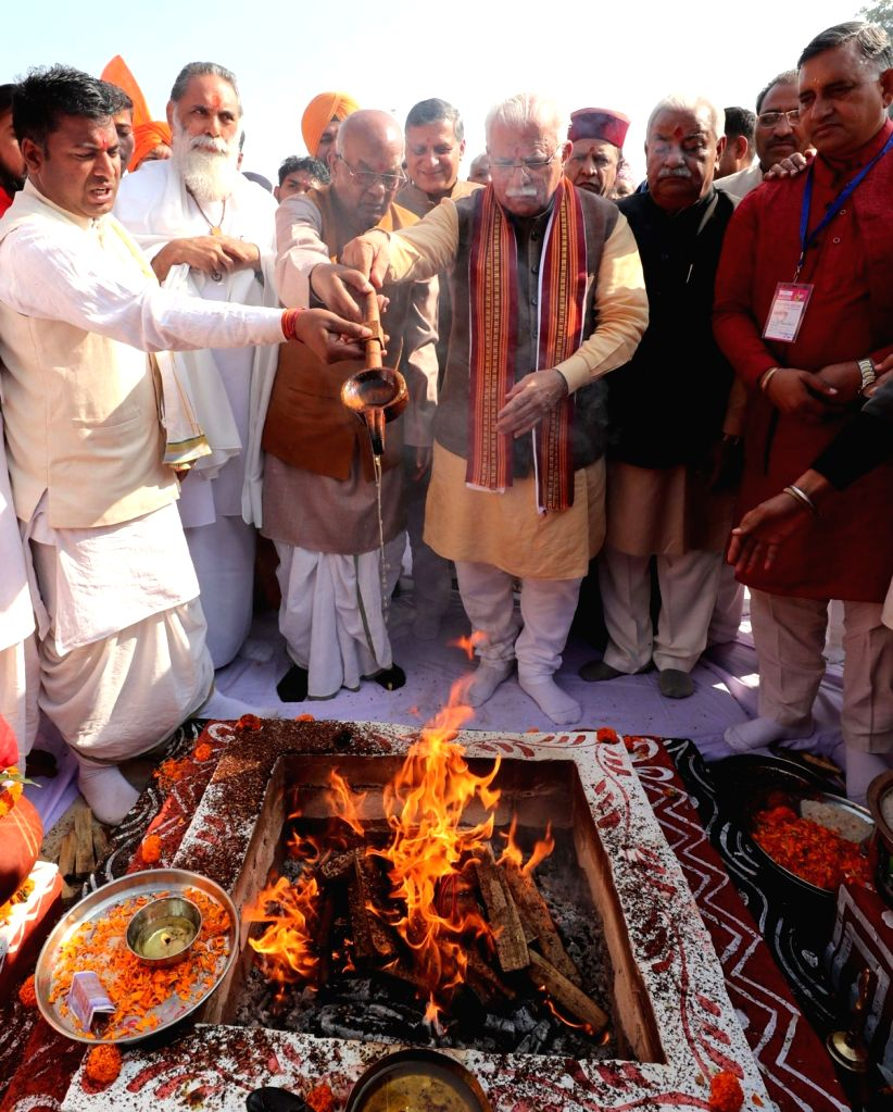 Haryana Governor Satyadeo Narain Arya, Chief Minister Manohar Lal Khattar and and Uttarakhand Chief Minister Trivendra Singh Rawat inaugurate Haryana Pavilion during International Gita ... - Manohar Lal Khattar and Trivendra Singh Rawat