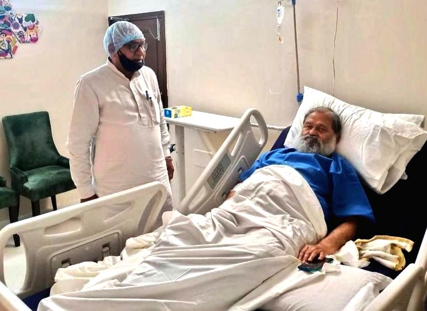 Haryana Minister of State for Social Justice and Empowerment Om Prakash Yadav enquires about the well being of Haryana Home Minister Anil Vij at his residence in Ambala Cantt. on June 24, ... - Anil Vij and Prakash Yadav