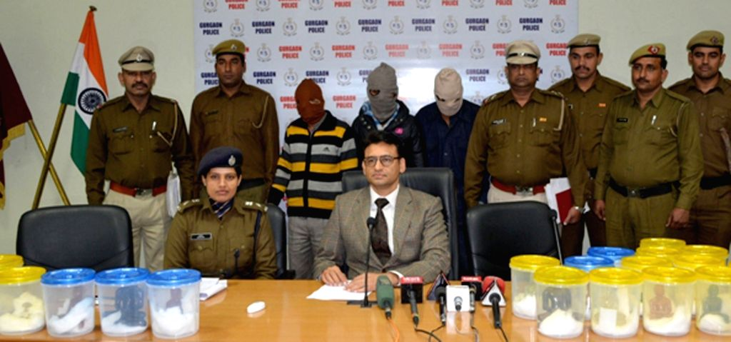 Haryana Police officials present before press the three accused arrested in connection with the theft of idols from a Jain temple, in Gurgaon on Jan 19, 2016.