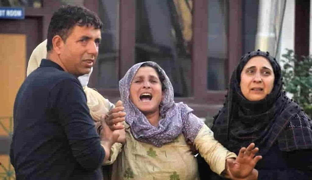 Has Kashmir cop's killing on September 12 triggered a mass upsurge against militancy?.(photo:IN)