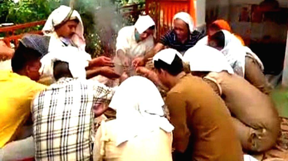 'Havan' at UP police station to get rid of Bikru's evil spirits.