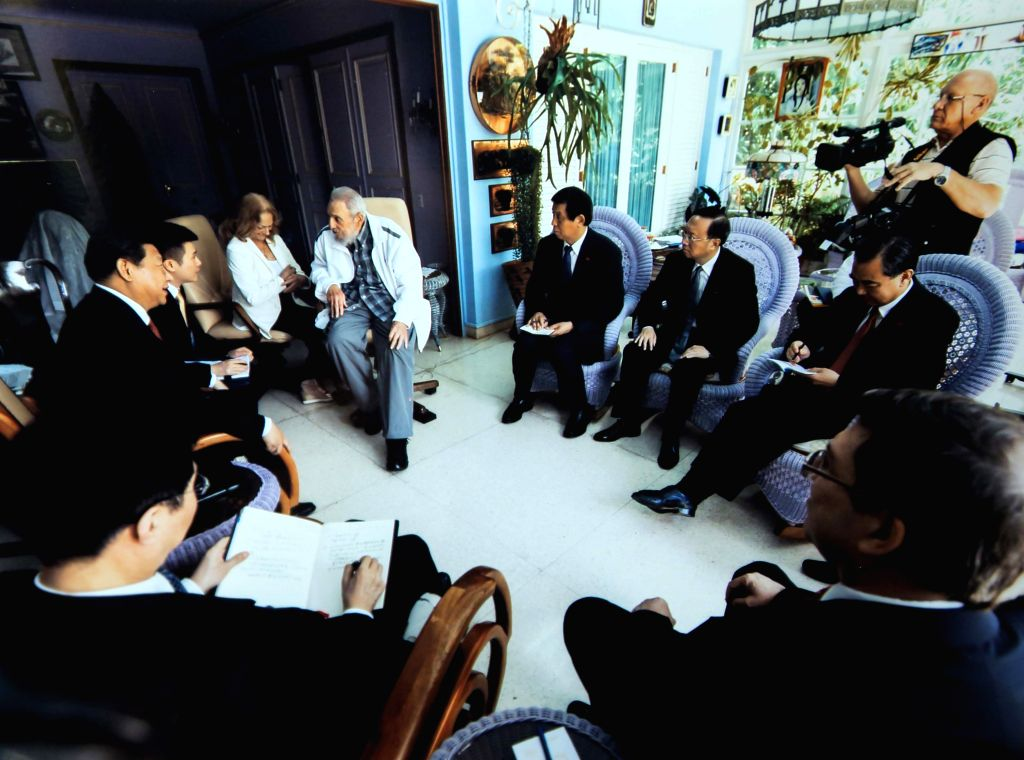 Chinese President Xi Jinping visits Cuban revolutionary leader Fidel Castro in Havana, capital of Cuba, July 22, 2014.