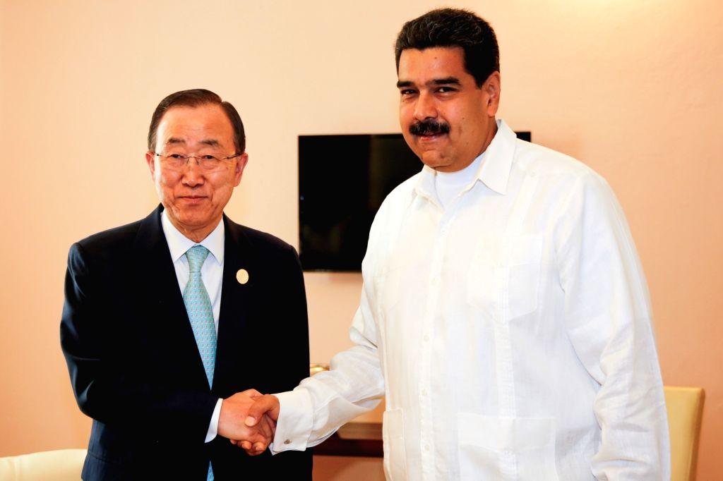 HAVANA, June 23, 2016 - Image taken on June 23, 2016 provided by the Venezuelan Presidency shows the United Nations Secretary-General Ban Ki-moon (L) shaking hands with Venezuelan President Nicolas ...