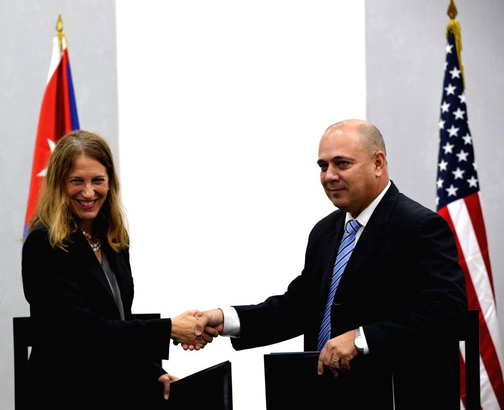 HAVANA, Oct. 21, 2016 - Cuban Public Health Minister Roberto Morales (R) shakes hands with U.S. Secretary of Health and Human Services Sylvia Burwell (L), after signing a memorandum of understanding, ... - Roberto Morales