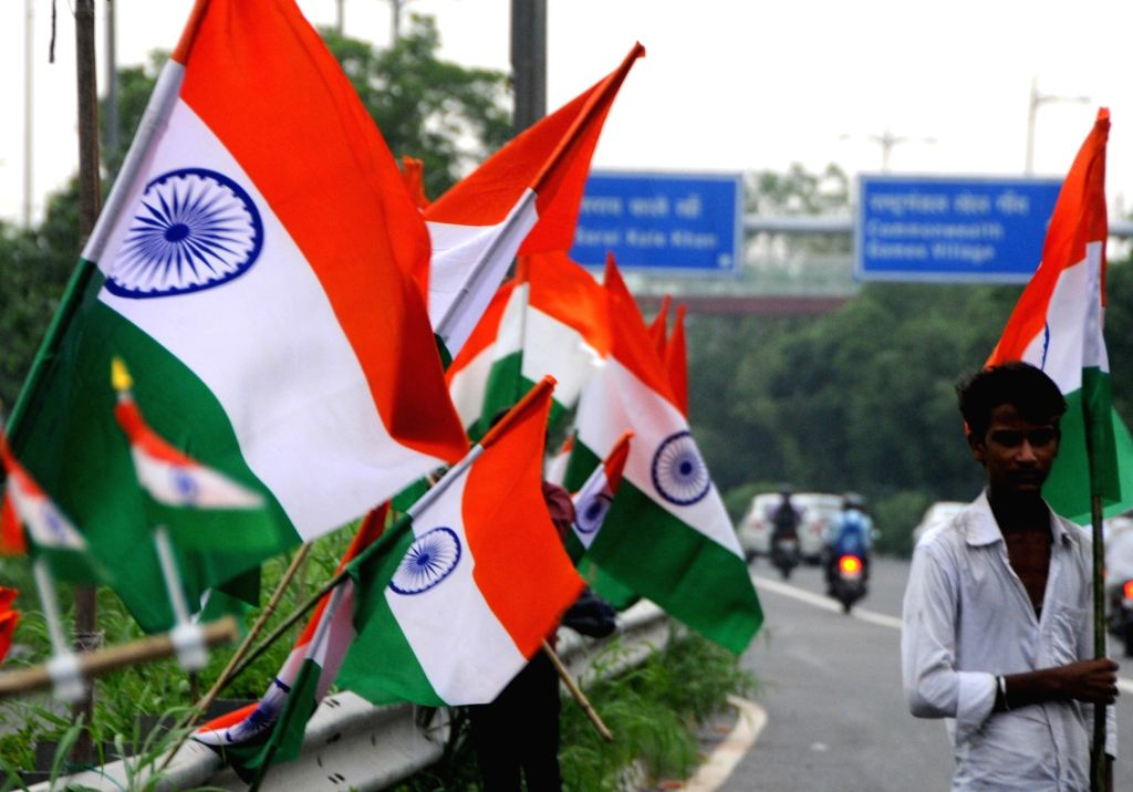 Hawkers sell Indian flag ahead of Independence Day in New Delhi on Aug 13, 2019.