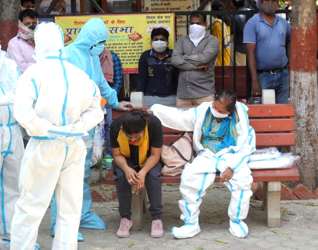 Health worker and relative carries the body of covid-19 affected victims for last rites at Nigambodh ghat in new Delhi  on Thursday,  April 22, 2021.