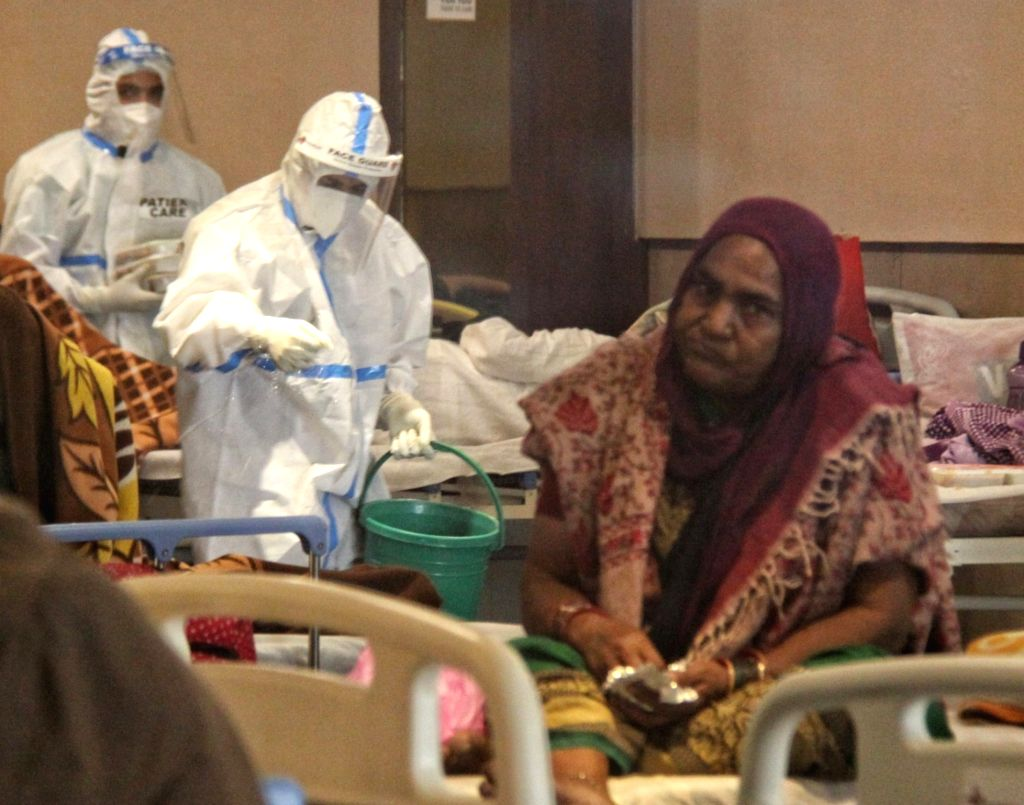 Health workers wearing PPE suits and treatment for COVID-19 positive patient admit in Emergency Covid-19 care center by Delhi Government at Shahnai banquet Hall in front of LNJP hospital in ...