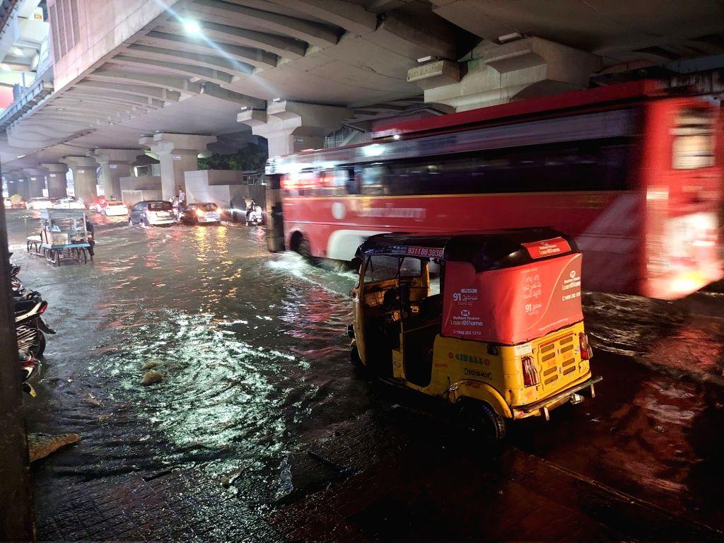 Heavy rain in Hyderabad malakpet Musaram bagh Tolichowki  on Saturday September 25,2021