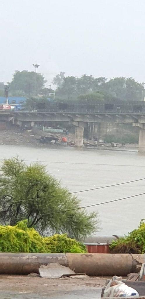 Heavy rains lash Taj city.