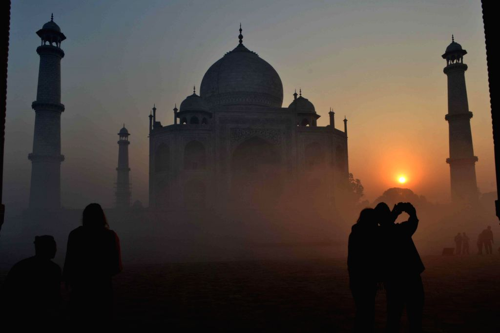 Heavy showers lashed Taj city on Thursday morning bringing the chill back, just when the locals thought weather would open up after Makar Sankranti.