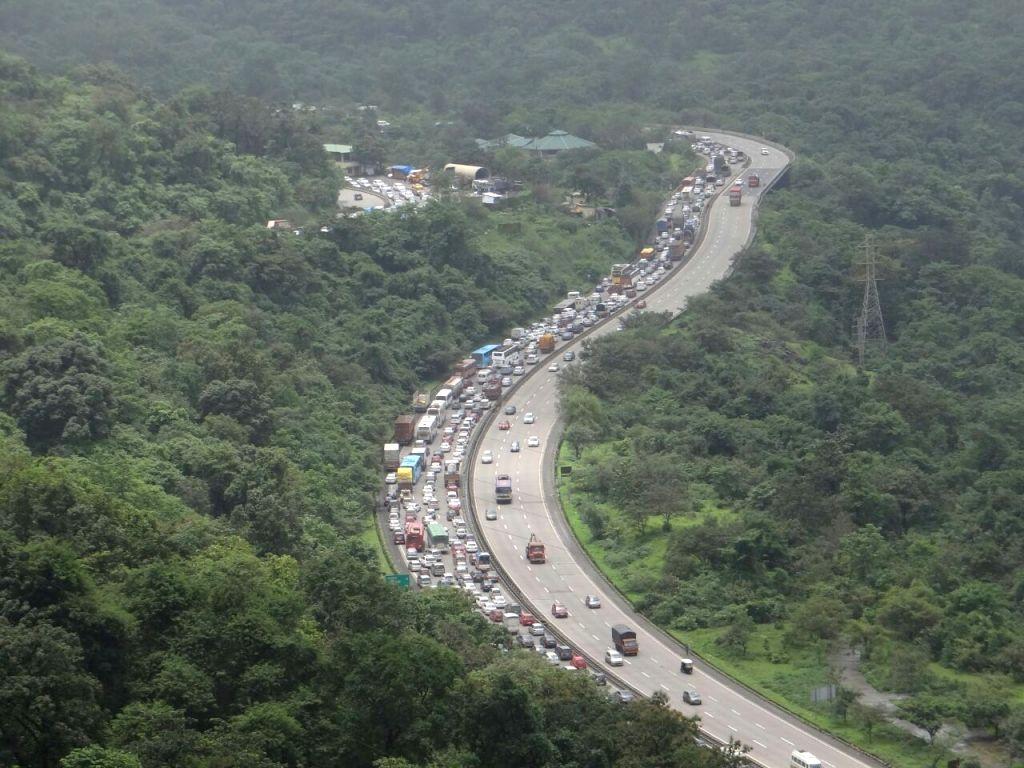 Heavy traffic jam on the Mumbai-Pune Expressway near Lonavla on Aug 13, 2016.