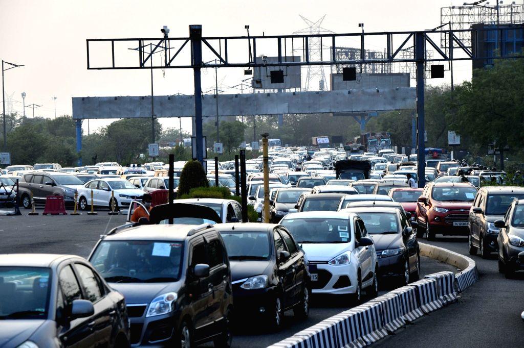 Heavy traffic snarls as Delhi opens borders
