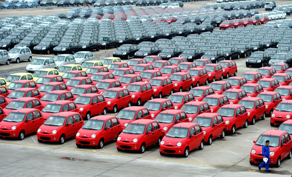 HEFEI, April 23, 2015 (Xinhua) -- Photo taken on Oct. 14, 2010 shows a parking lot of Chery manufacture base in Wuhu, east China's Anhui Province. China's Chery Automobile Co., Ltd. has spent more than seven percent of their annual saleroom on the de