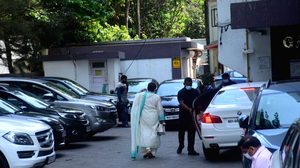 Helen and Arpita Khan Spotted at Salman Khan's House For Eid Celebration On Friday, 14 may, 2021. - Arpita Khan Spotted and Salman Khan