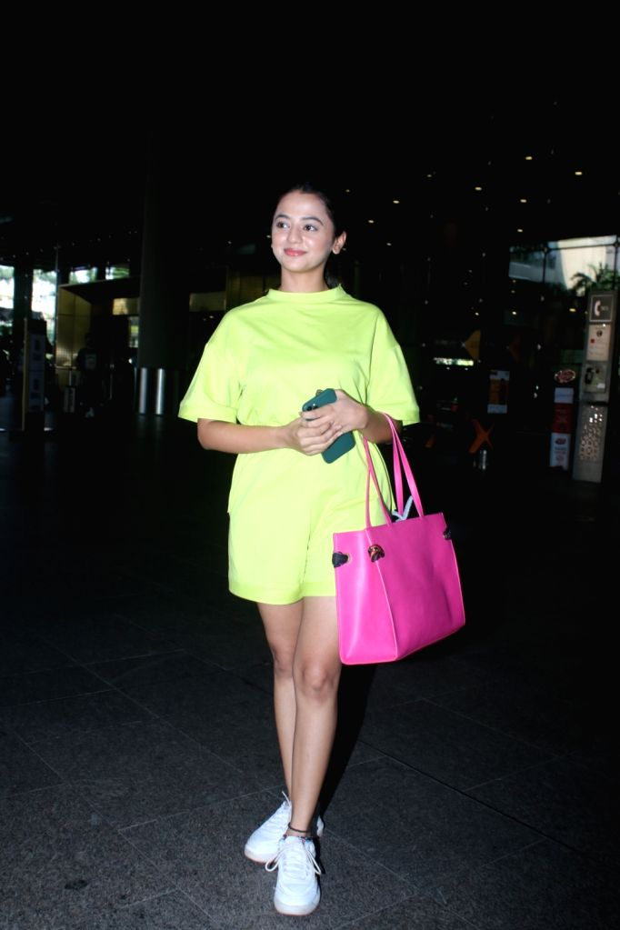 Helly Shah Spotted At Airport Arrival 04 october,2021.
