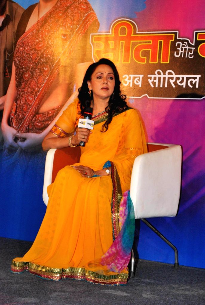 "Hema Malini meets the cast of  NDTV IMagine TV serial ""Seeta Aur Geeta"" to give them her blessings, in Mumbai."