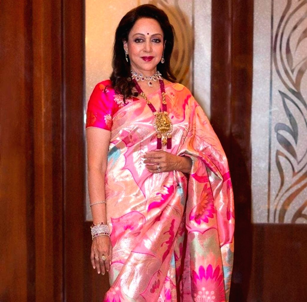 Hema Malini sings Shri Krishna bhajans for Holi - Hema Malini
