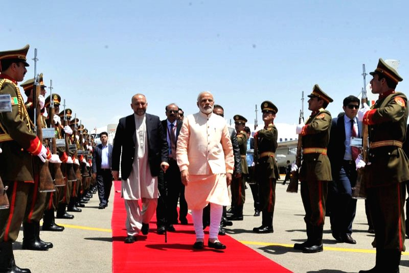 Herat (Afghanistan): Prime Minister Narendra Modi being welcomed on his arrival, at Herat, Afghanistan on June 04, 2016. - Narendra Modi