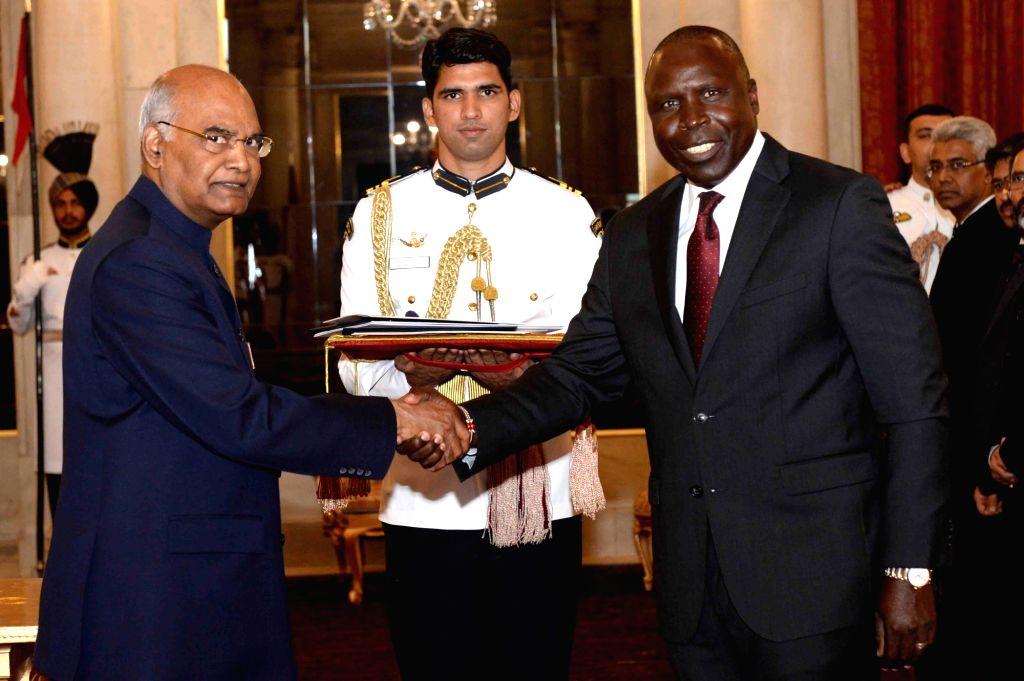 High Commissioner of the Republic of Kenya, Willy Kipkorir Bett presents his credentials to President Ram Nath Kovind at Rashtrapati Bhavan, in New Delhi on July 11, 2018. - Nath Kovind