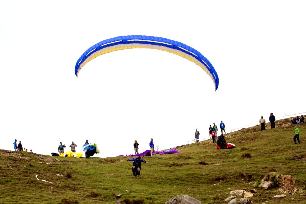 Himachal allows paragliding, river rafting in more sites (Photo: IANS)