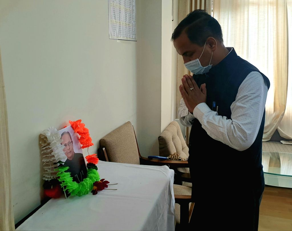 Himachal Pradesh BJP State General Secretary and Political Advisor to the Chief Minister Trilok Jamwal pays tributes to former President and Bharat Ratna Pranab Mukherjee at the BJP office, ... - Trilok Jamwal and Ratna Pranab Mukherjee