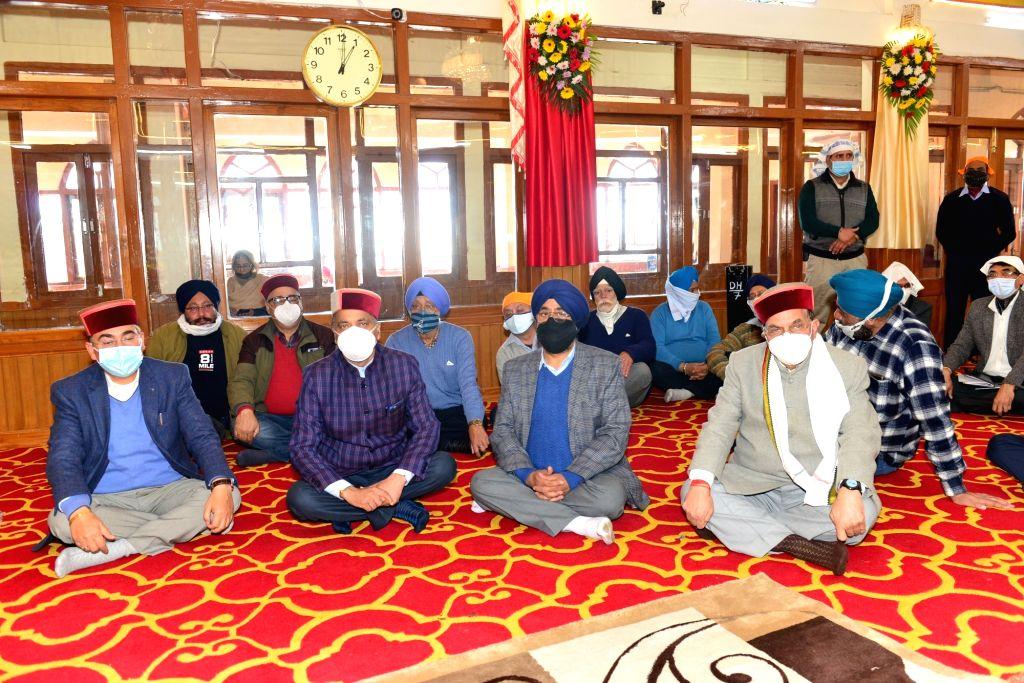 Himachal Pradesh Chief Minister Jai Ram Thakur visited Sri Gurudwara Sahib Bus Stand on the occasion of Guru Nanak Jayanti and paid his obeisance, in Shimla on Nov 30, 2020. - Jai Ram Thakur