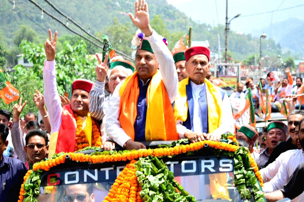 Himachal Pradesh Chief Minister Jai Ram Thakur with BJP's Lok Sabha candidate from Mandi, Ram Swaroop Sharma during a roadshow in Himachal Pradesh's Mandi on April 24, 2019. - Jai Ram Thakur and Swaroop Sharma