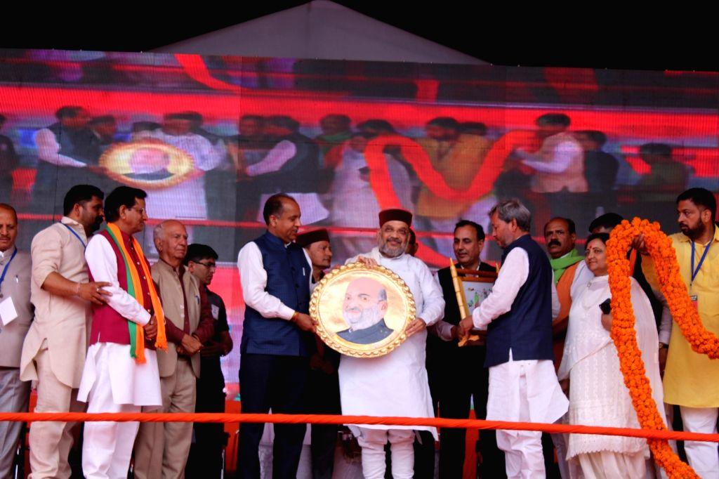 Himachal Pradesh Chief Minister Jai Ram Thakur presents a memento to BJP chief Amit Shah during a public rally in Himachal Pradesh's Sirmaur, on May 12, 2019. - Jai Ram Thakur and Amit Shah