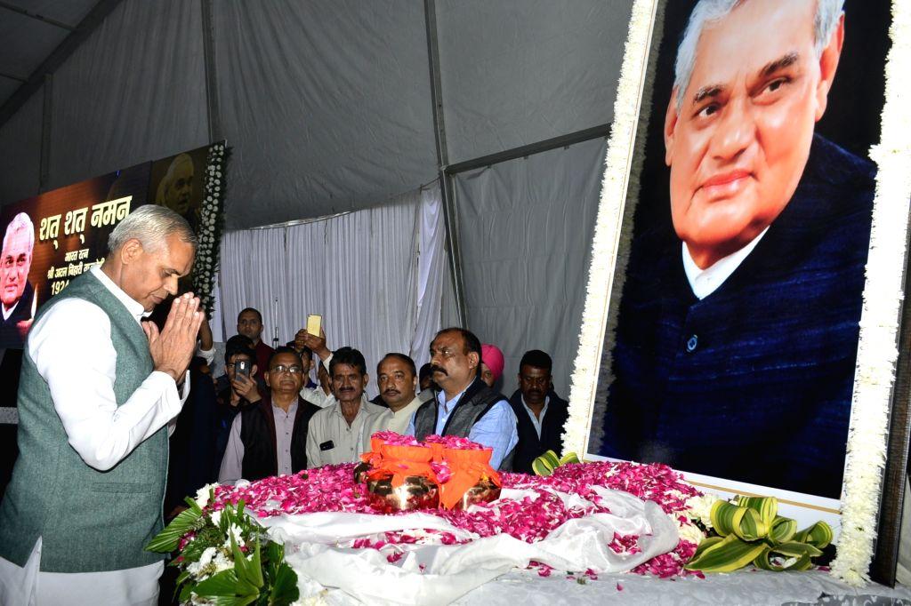 Himachal Pradesh former Chief Minister Prem Kumar Dhumal pays tribute during a prayer meeting organised in the memory of former Prime Minister Late Atal Bihari Vajpayee, in Shimla, on  Aug ... - Prem Kumar Dhumal and Atal Bihari Vajpayee