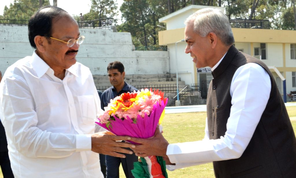 Himachal Pradesh Governor Acharya Devvrat receives Vice President Venkaiah Naidu on his arrival in Hamirpur on April 7, 2018. - Venkaiah Naidu