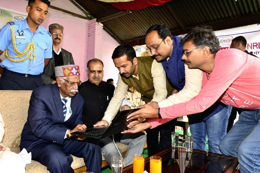 Himachal Pradesh Governor Bandaru Dattatraya inaugurates cleanliness campaign on World Cleanliness Day at Kandaghat in Solan district on Sep 21, 2019.