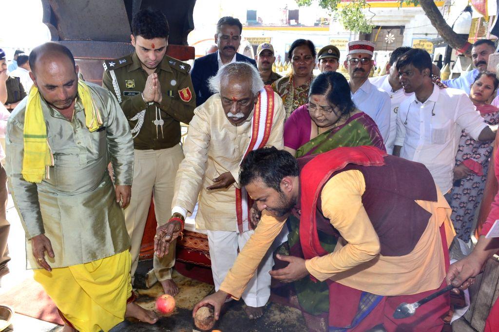 Himachal Pradesh Governor Bandaru Dattatraya performs rituals during his visit to Shri Naina Devi Ji Temple, in Bilaspur on Oct 18, 2019.