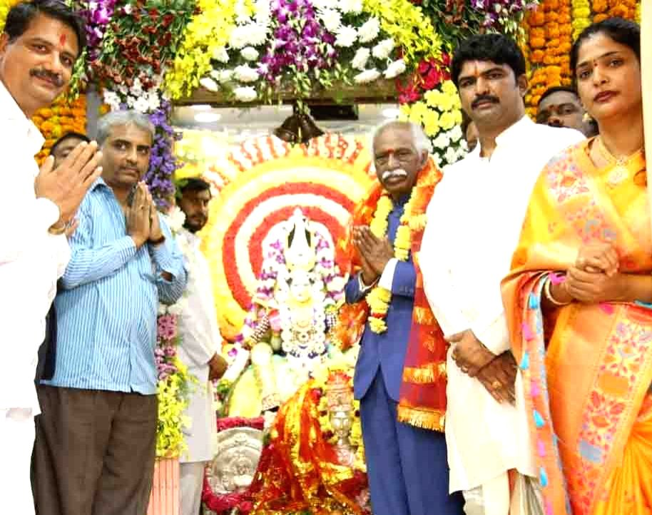 Himachal Pradesh Governor Bandaru Dattatraya offers prayers at Bhagya Laxmi Temple at Charminar in Hyderabad on Oct 25, 2019.