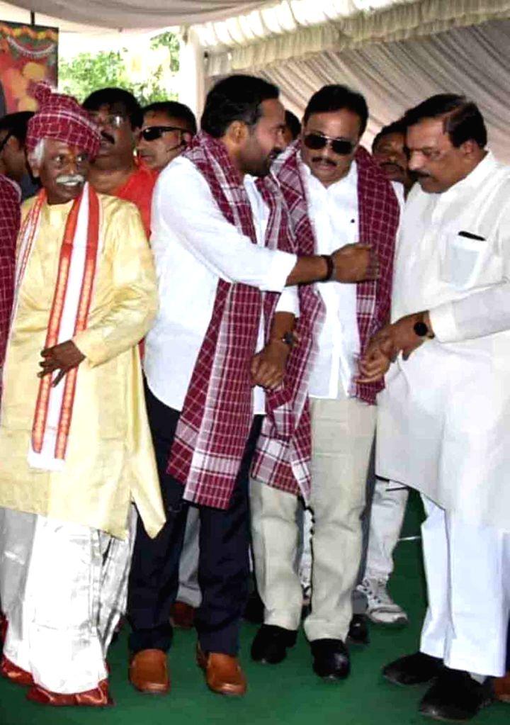 Himachal Pradesh Governor Bandaru Dattatreya during  'Alai Balai' programme hosted by him as part of Dusshera celebrations, in Hyderabad on Oct 10, 2019.