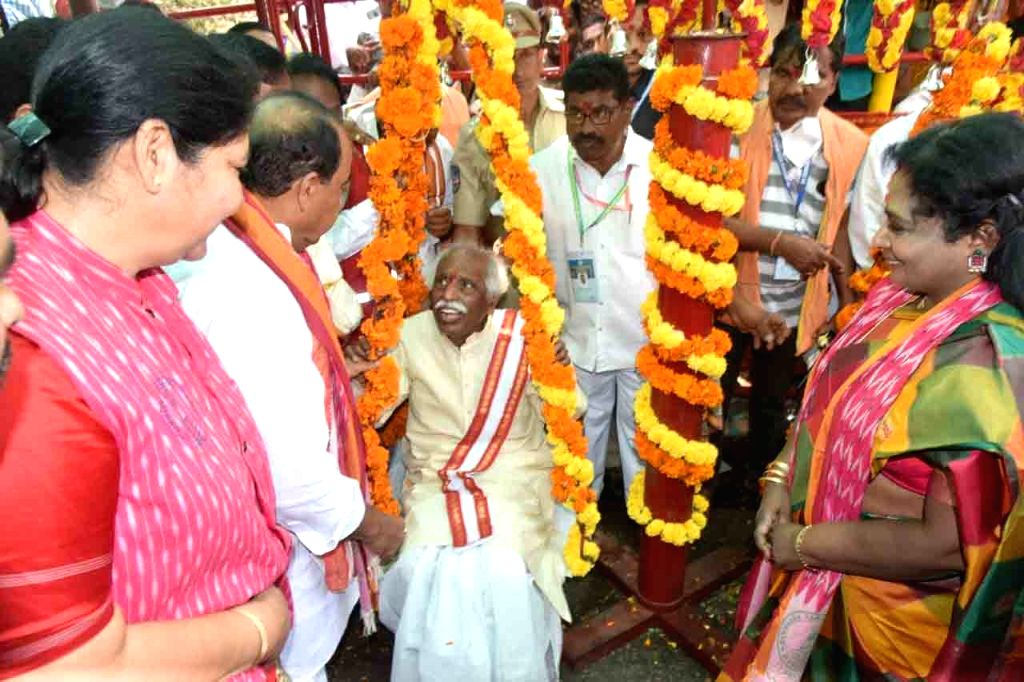 Himachal Pradesh Governor Bandaru Dattatreya and Telangana Governor Tamilisai Soundararajan offered prayers at Sammakka Saralamma Jatara at Medaram, Mulugu District, in Telangana on Feb 7, ...